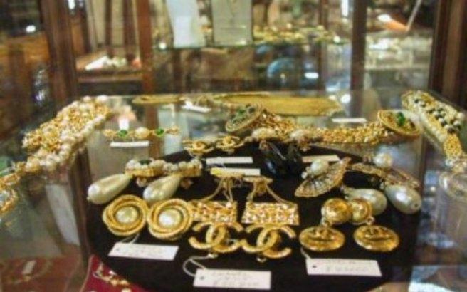 Grci u ocaju kupuju zlato , kreditne kartice su postale bezvredne u Grckoj